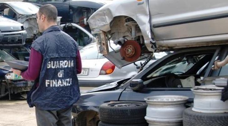 Gli agenti GdF nell'area sequestrata