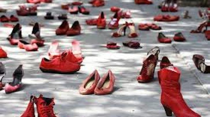 Manifestazione scarpe rosse contro femminicidio
