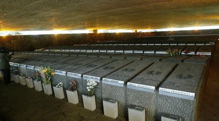 Le tombe dei caduti delle Fosse Aredeatine