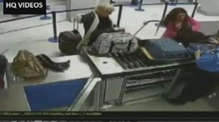 Sexy strip in aeroporto