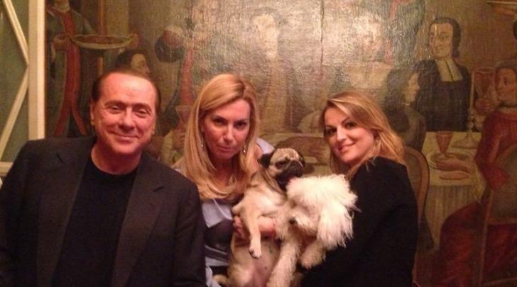 Silvio Berlusconi, Francesca Pascale, Michela Biancofiore e Dudù
