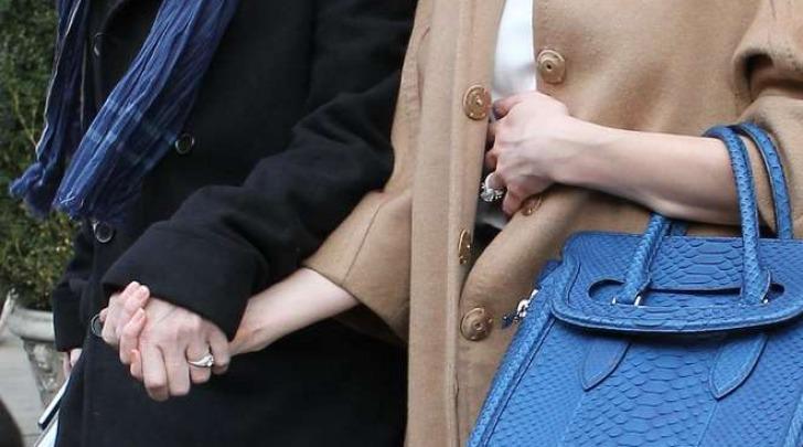 Johnny Depp e Amber Heard lasciano il loro Hotel di New York con l'anello di fidanzamento (Lapresse)