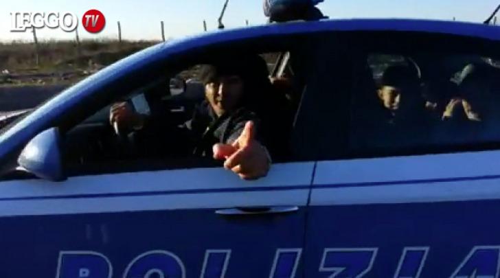 Nomadi nell'auto della polizia