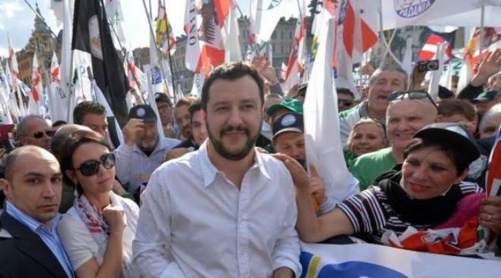 Le manifestazioni pro e contro Salvini a Roma (Ansa)