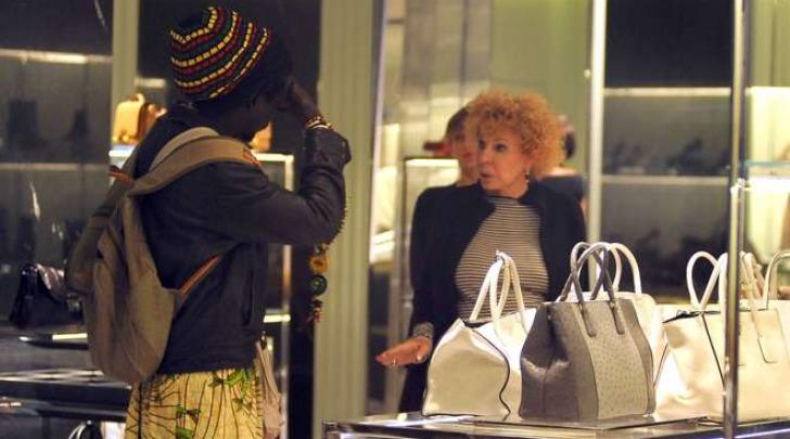 Ornella Vanoni, shopping di lusso con imprevisto a Milano (Olycom)