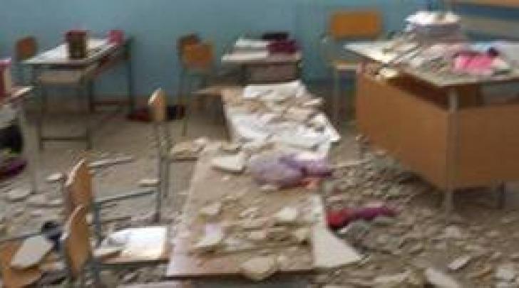 Foto Ansa-crollo calcinacci a scuola elementare