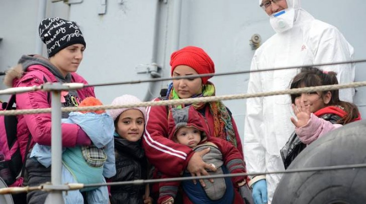 Salerno, i migranti sbarcano al porto (Tanopress)