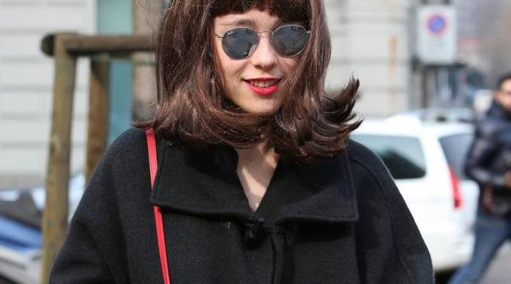 Aurora Ramazzotti con la parrucca a Milano