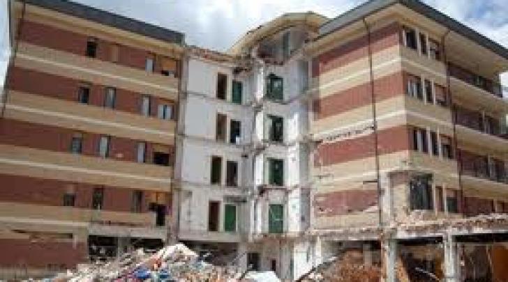 parte edificio crollato casa dello studente