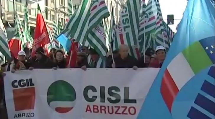 Sindacati in piazza a Pescara
