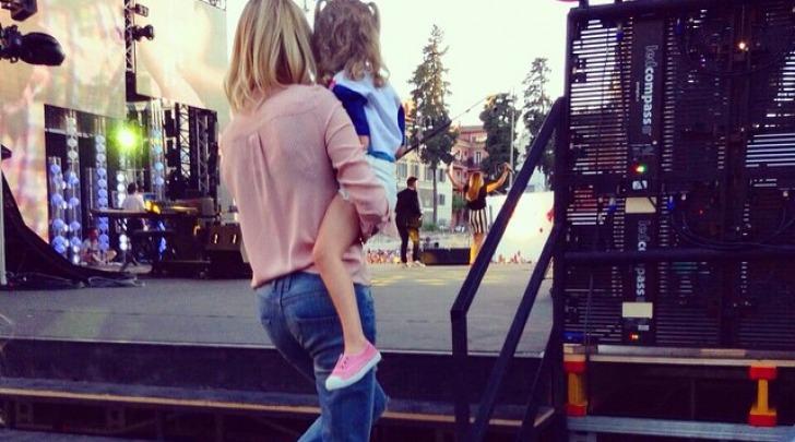 Alessia Marcuzzi con la figlia Mia al 'Coca Cola Summer festival' su instagram