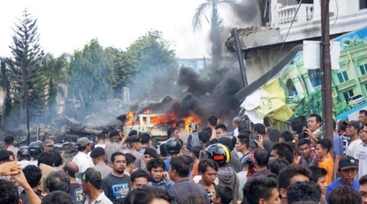 Aereo militare si schianta su Medan