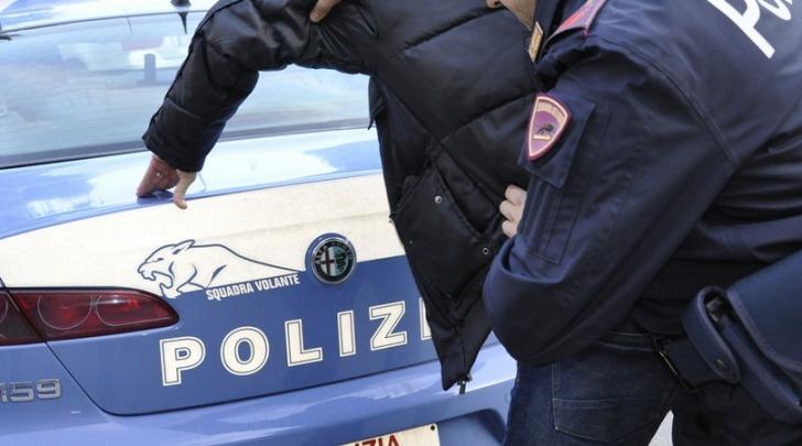 Furto, polizia arresta due giovani