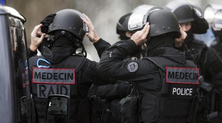 Parigi, Banditi Asserragliati in Negozio Primark