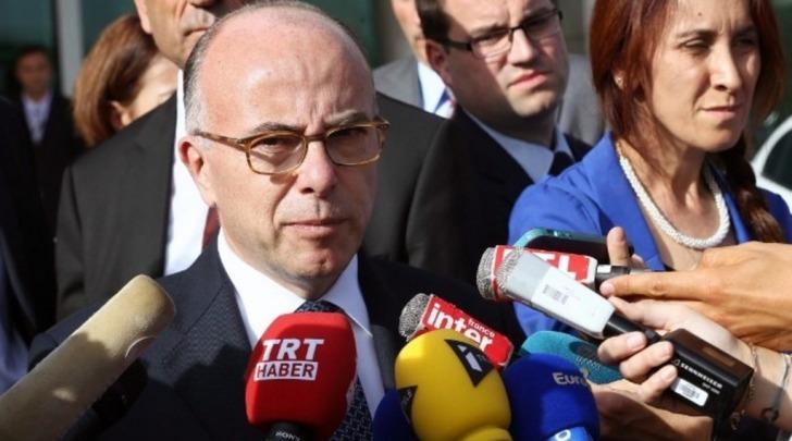 Il ministro dell'Interno, Bernard Cazeneuve