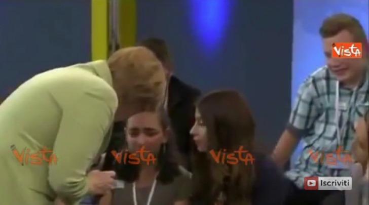 Angela Merkel e la Bambina che Piange
