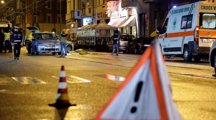 Ubriaco investe con auto pedoni a Torino