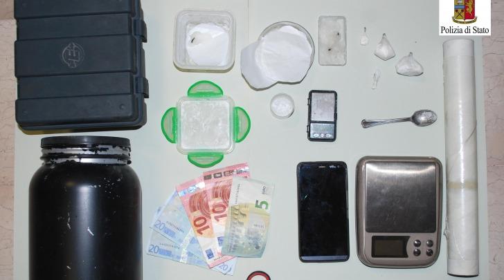 effetti confiscati ad arrestato
