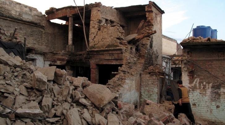 Terremoto devasta l'Asia