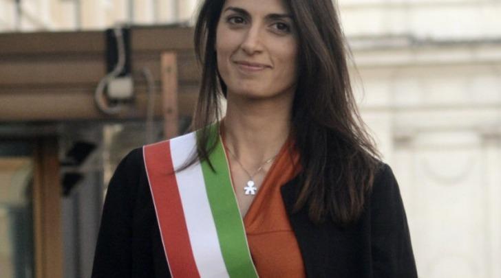 Virginia Raggi con la fascia tricolore - foto facebook