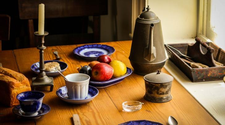 Tutto sul galateo a tavola dal men alla posizione delle posate mentre si mangia cronaca - Galateo a tavola posate ...