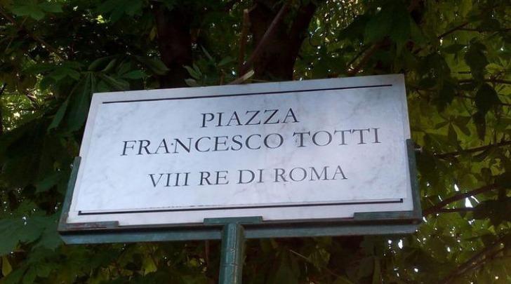 Piazza Francesco Totti VIII re di Roma