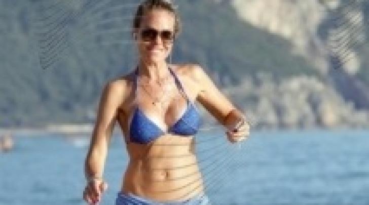 Ilary Blasi in bikini