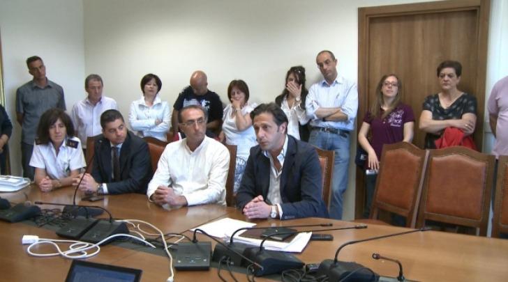 I 47 dipendenti in una conferenza stampa