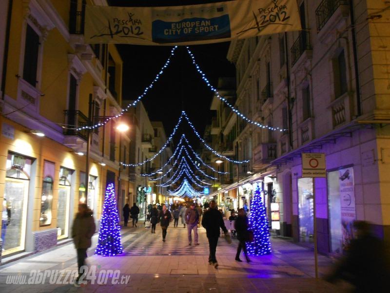 Natale a pescara poche luminarie e mercatino coperto for Mercatino dell usato pescara