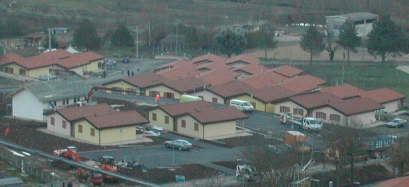 Terremoto piano del governo via dalle tende poi casette for Casette di legno del paese