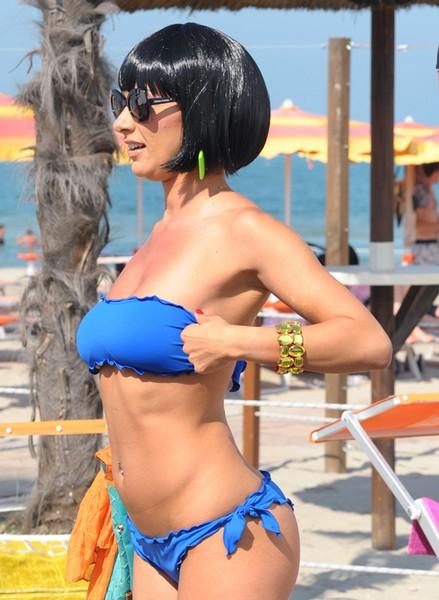Calendario Melita.Melita Toniolo A Milano Marittima Protagonista Sexy Della