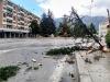 Paura a Sulmona, fulmine spezza albero in piazza Capograssi