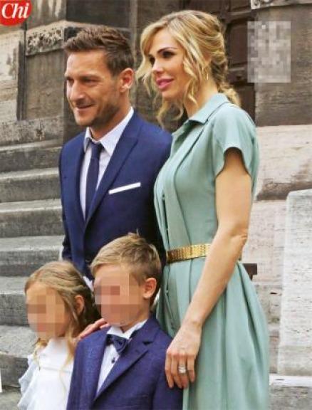 Auguri Matrimonio Per Chi Ha Gia Figli : Francesco totti e ilary blasi i look da cerimonia per la