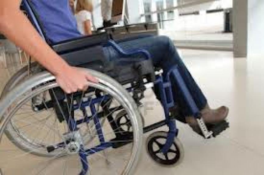 Sedie A Rotelle Per Scale : Ruba per la seconda volta sedia a rotelle all ospedale per
