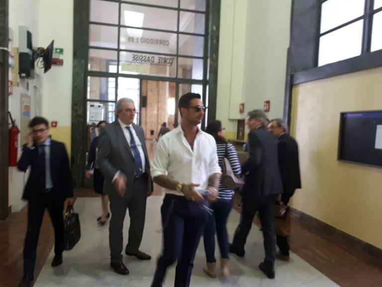 Fabrizio Corona torna in Tribunale per difendere Sara Tommasi