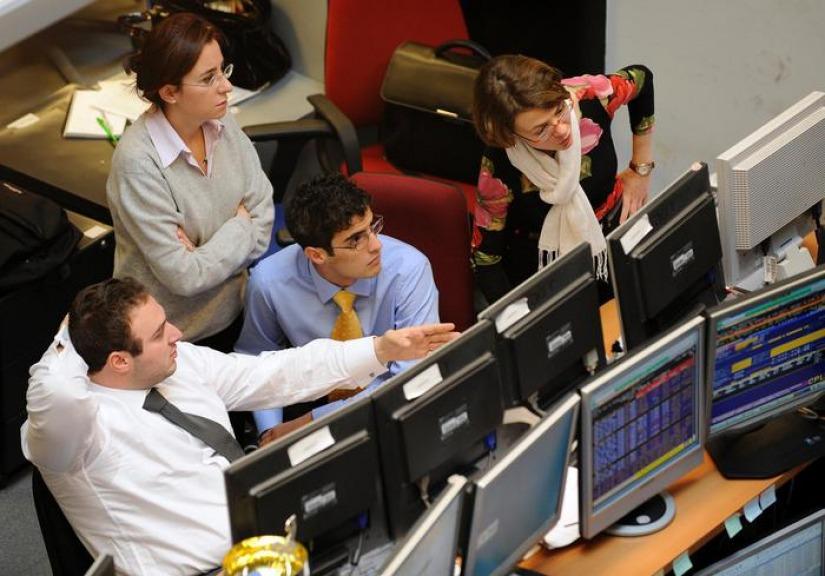 Economia                  Tensione sui mercati spread in netto rialzo. Milano ultima in Ue