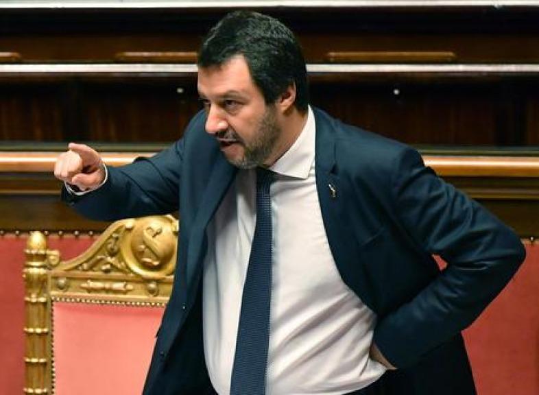 La Spagna accoglierà l'Aquarius, Salvini: 'Alzare la voce paga'