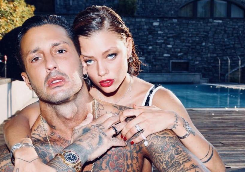 Gossip, Fabrizio Corona paparazzato con Eleonora Pedron