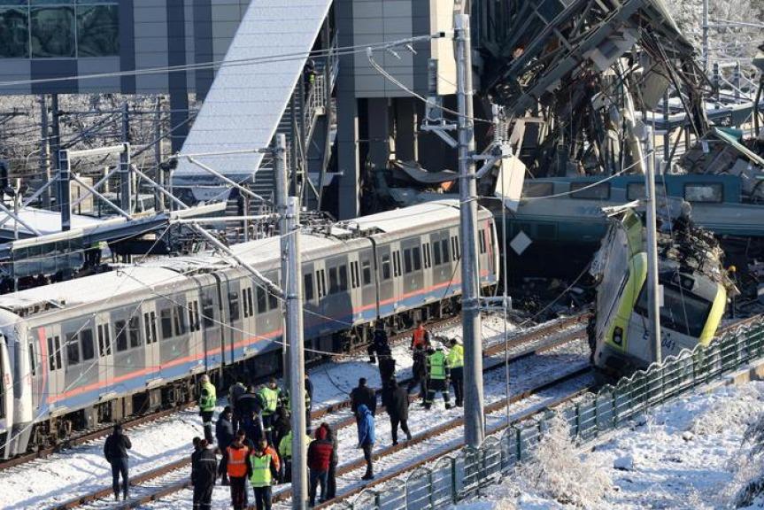 Turchia, deraglia treno ad alta velocità: almeno 7 morti e 46 feriti