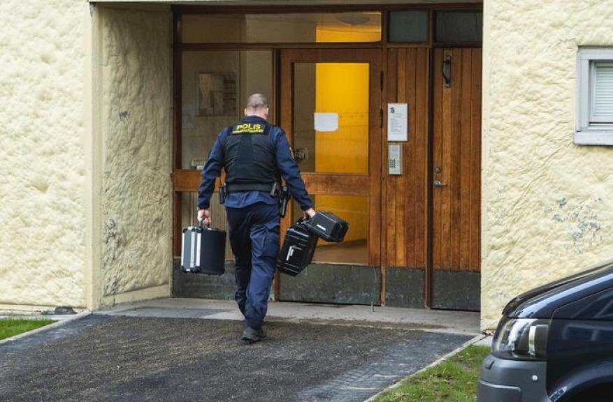 Uomo segregato in casa per 28 anni: arrestata la madre