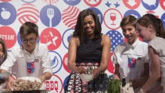 Michelle Obama da lezioni di cucina all'Expo 2015