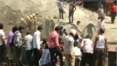 crollo di un cavalcavia in costruzione a Calcutta, in India