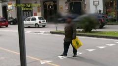 """Gdf Salerno, Il video che incastra il """"falso cieco"""""""