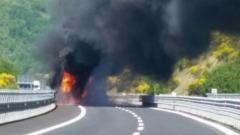 fiamme in autostrada