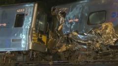Treno pendolari deragliato a New York