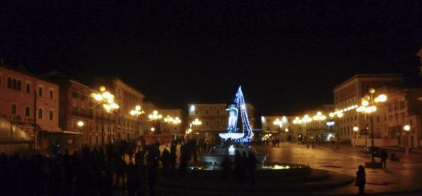 Piazza Duomo subito dopo la mezzanotte