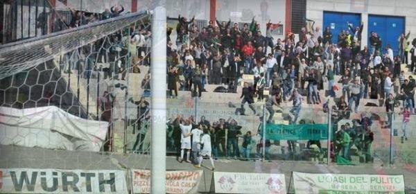 De Sousa esulta dopo il gol vittoria a L'Aquila