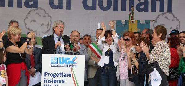 Geremia Mancini conduce i lavori manifestazione Ugl del Primo Maggio a Verona