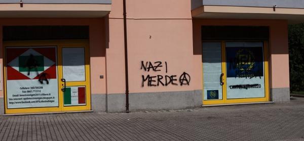 Alba Adriatica le scritte sulla sede di Alba Dorata