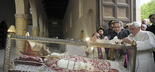 Celestino V e Benedetto XVI